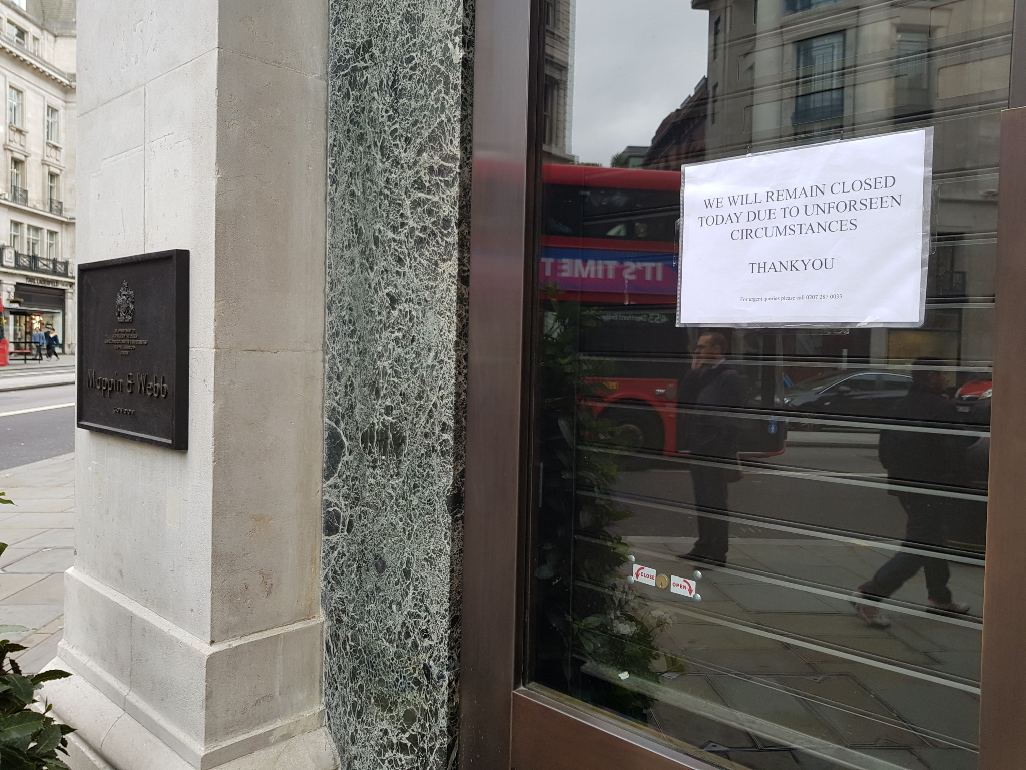Mappin & Webb remained closed the morning after the raid.